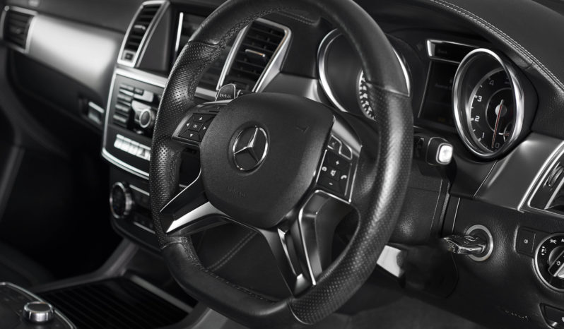 Mercedes-Benz M Class 5.5 ML63 AMG full